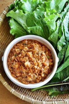 참치두부쌈장만들기, 쌈장만드는법, 건강한 쌈밥을드세요 여름철에 입맛돋우는 음식 중 하나가 쌈밥이지요~... Korean Side Dishes, K Food, Good Food, Yummy Food, Korean Traditional Food, Food Menu Design, Morning Food, Daily Meals, Light Recipes