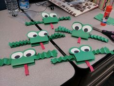 Construction Paper Frogs