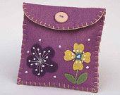 Felt coin purse. Blue floral wallet. $21.00, via Etsy.★
