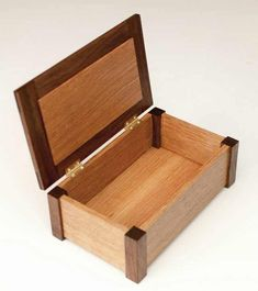 Woodworking Workshop Tips And Tricks - - Fine Woodworking Art - Woodworking Plans Patterns - - Small Woodworking Projects, Woodworking Box, Diy Wood Projects, Wood Crafts, Woodworking Videos, Woodworking Workshop, Woodworking Patterns, Woodworking Machinery, Woodworking Quotes