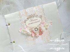 Купить или заказать Книга пожеланий на свадьбу в интернет-магазине на Ярмарке Мастеров. Свадебная книга пожеланий на кольцах. Обложка из ткани, украшена ажурной рамочкой и цветами. В книге 30 плотных белых листов. На заказ возможно любое количество листов в любой цветовой гамме.…