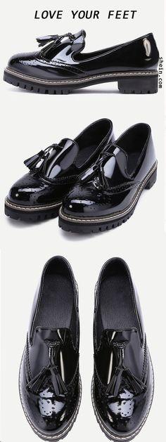 Heel Height(Cm):3.5cm; Platform Height(Cm):2cm; Lining:PU; Color:Black; Upper Material:Patent Leather; Heel Height:Low Heel; Toe:Round Toe; Style: Vintage; Accessories:Tassel