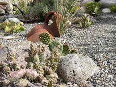 decoracion de jardineras con piedras grandes y jarrones - Buscar con Google