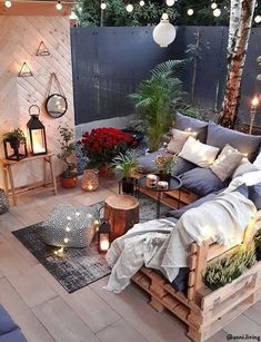 This outdoor living room with bespoke pallet furniture .- Dieses Wohnzimmer im Freien mit maßgefertigten Palettenmöbeln und Boho-Stil …. This outdoor living room features bespoke palette furniture and boho-style furniture. Outdoor Living Rooms, Outdoor Spaces, Living Spaces, Outdoor Lounge, Pallet Couch Outdoor, Pallet Lounge, Home Design, Interior Design, Patio Design