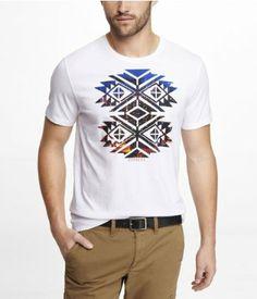 Es un camiseta blanco.