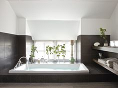 a delicious soaking tub. swoon.