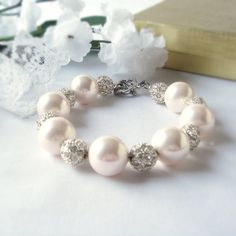 Large White Shell  Beaded Bracelet with Alloy by fayeslipp on Etsy