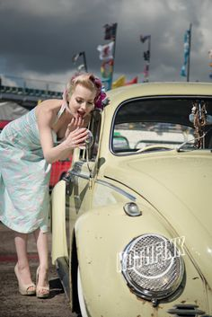 MISS DAKOTA HUNT AND THE BIG BANG FESTIVAL Rothfink Kombi Volkswagen