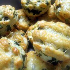 Medvehagymás-sajtos pogácsa Recept képpel - Mindmegette.hu - Receptek Cauliflower, Snacks, Baking, Vegetables, Food, Appetizers, Cauliflowers, Bakken, Essen