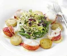 Low FODMAP Recipe - Warm lobster & potato salad with truffled mayonnaise http://www.ibssano.com/low_fodmap_recipe_lobster_potato_salad.html