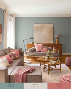 w00361547. Salón con sofá y chaise longue decorado en verde, greige y rosa w00361547