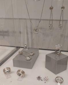 Lançamento da coleção Joyá Ipanema destaque para a designer Renata Rose. @OlhardeMahel @joiasrenatarose #euusojoyaipanema #joyaipanema #jóia #design #designer #OlhardeMahel #jewelry #jewels #brinco #brincorodaviva #coleçãorodaviva #fpolhares https://www.instagram.com/p/BMmh3IRgrbn/