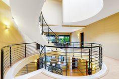 Fotografía de interiores, inmobiliarias, comercios y negocios en GUOLKER Fotografía - Torrevieja, Alicante. guolker.es. #fotografia #interiores #decoracion #inmobiliaria #salon #staging #hogar #chalet #escalera #moderno