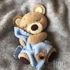 *FELT ART ~ Yeni battaniyeli ayıcık Dikkat❗️beş dakikadan fazla bakmak uyku getirir☺ #keçe #felt #feltro #fieltro #bear #feltbear #ecerce #tasarim #babyroom #babyroomdecor #elyapimi #handmade #hediye #babyshower #bebekodasi #baby #babybear #teddybear #bearlove #craft #feltcraft #bebekodasi #hosgeldinbebek #dogumhediyesi #uyku #sleep #uykuarkadasi