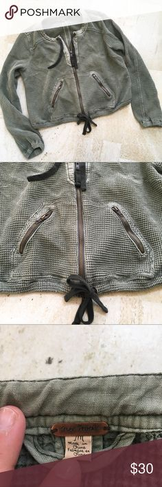 Free People Olive Green Zip Up Sweater This is a gently used Free People Olive Green Zip Up Sweater. In excellent condition. Distressed look. Free People Sweaters