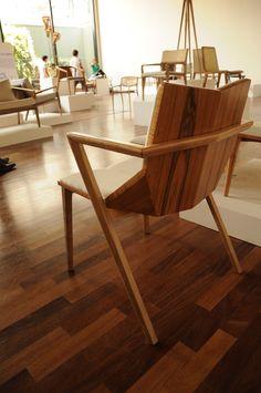 Detalhe posterior da cadeira Clark - Asa Design Studio para Empório das Cadeiras. Inspirada na pintora e escultora Lygia Clark.