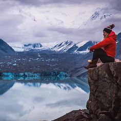 For some reason I stopped reading this gal's blog regularly.....but this shot (and the kick ass caption) reminded me why she rocks. Check her out at youngadventuress.com  Image via @youngadventuress