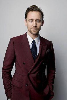 Tom Hiddleston Age, Bio, Net Worth, Wife & More - Famous World Stars Thomas William Hiddleston, Tom Hiddleston Loki, Toms, John David, British Actors, British Boys, Celebs, Celebrities, Benedict Cumberbatch