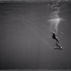 """Waiting in silence"" 4x5"" underwater Polaroid from the Floating Bits exhibition. #floatingbits #black&white #underwater #polaroid #exhibition #niue #photoawards #ipa #ianerickregnard #limitededitionprint @lintonandkay #lintonandkay #type55 #underwaterphotography #underwaterpolaroid"