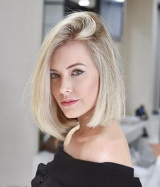 In this article, we will discuss some Popular Bob Hairstyles 2019 that you will like! Salt and pepper angled bob is a great hairstyle. Choppy Bob Hairstyles, Bob Hairstyles For Fine Hair, Long Bob Haircuts, Trendy Hairstyles, Male Hairstyles, Gorgeous Hairstyles, Braid Hairstyles, Modern Shag Haircut, Bobs For Thin Hair