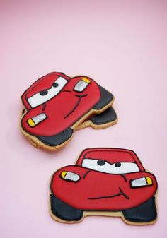 Festa Carros: Ideias, Fotos, Dicas Simples da Disney Car Cookies, Disney Cookies, Royal Icing Cookies, Cupcake Cookies, Cupcakes, Car Themed Parties, Cars Birthday Parties, Festa Hot Wheels, Mcqueen Cake