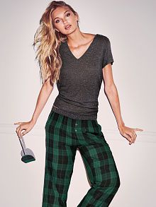 Find the women's pajamas you love at Victoria's Secret. Browse endless styles in sleep essentials including silk styles, cozy flannel pajama sets and more.