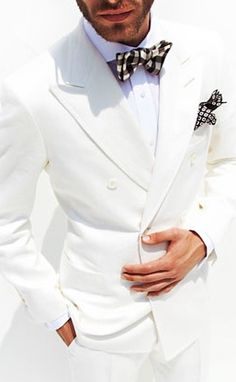 Tom ford spring 2012 off white linen double breasted suit. White Linen Suit, White Suits, Sharp Dressed Man, Well Dressed Men, Wedding Men, Wedding Suits, Male Fashion Trends, Mens Fashion, Fashion Models