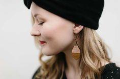 Beanie MUKA VA, cardigan Uhana Design, earrings MOIMOI.   #mukava #uhanadesign #moimoiaccessories #weecos #design  www.weecos.com