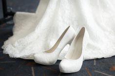 Scopriamo insieme quali saranno i modelli che andranno di moda quest'anno. Le scarpe Flat sono proposte da grandi marchi.  #scarpe #scarpedonna #scarpesposa #sposa2019 #trend2019 #sposascarpe #scarpedasposa #sposa #matrimonio #nozze Shoes, Fashion, Moda, Zapatos, Shoes Outlet, La Mode, Fasion, Footwear, Shoe