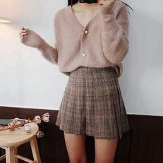 Style skirt outfits like you would be comfortable wearing it ski… Korean fashion. Style skirt outfits like you would be comfortable wearing it skirt lenght wise. Look Fashion, Skirt Fashion, Womens Fashion, Trendy Fashion, Trendy Clothing, 70s Fashion, Clothing Ideas, Fashion Clothes, Clothing Hacks
