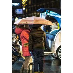 Under the umbrella #london #leicestersquare #rain #citylife #lights #citylights #night #kids #streetphotography #photography #photooftheday
