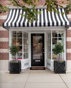 Shop exterior design ideas: store fronts, entrance and shops Cafe Design, Store Design, Bakery Design, Design Shop, Cafe Interior Design, Café Interior, Patisserie Design, Bistro Design, Coffee Shop Design