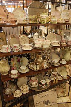 oohhh..teacups pretty things...:)
