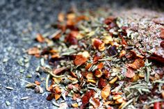 I am obsessed with the little spice packs at Little Caesar's. But sometimes when I get pizza from there I'll forget to ask for them and I won't have any when I get home. (This sit… Pizza Seasoning Recipe, Seasoning Mixes, Italian Seasoning, Italian Turkey Meatballs, Homemade Seasonings, Grilled Meat, Diy Food, Food Ideas, Pizza Recipes
