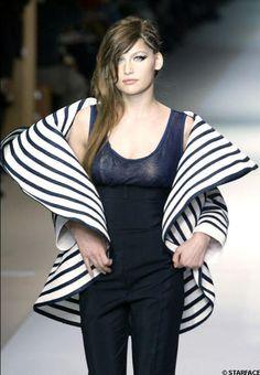 JPG - évolution de la marinière : boléro manteau XL très original en 2005
