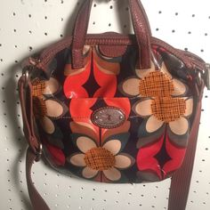 "FOSSIL ""KEY PER"" PURSE FLORAL FOSSIL ""KEY PER"" PURSE  SOME SIGNS OF WEAR (SEE PHOTO)  CROSS BODY STRAP  FEEL FREE TO MAKE OFFERS Fossil Bags Crossbody Bags"