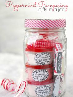 Now to find a way to decorate these with your old jewelry! 20 Magical Ways to Use Mason Jars This Christmas #heirloomfinds #diy