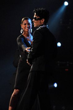 Beyonce exchanging smiles with a legend, Prince ● ● Wishing U HEAVEN ■ ● Prince And Mayte, My Prince, Uk Music, Music Icon, Prince Cream, Pictures Of Prince, Prince Images, High School Memories, The Artist Prince