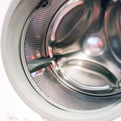 How to Clean Your Front-Loading Washing Machine: Front-loading washing machines are energy efficient and use less detergent than top-loaders, but they sometimes have a tendency to harbor mold and unpleasant smells. Toilet Cleaning, Deep Cleaning, Spring Cleaning, Cleaning Hacks, Kitchen Cleaning, Cleaning Supplies, Homemade Toilet Cleaner, Cleaners Homemade, Diy Cleaners