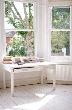 The Design Sponge posted some photos from the home of Jane Cumberbatch, who runs the company Pure Style. You can read more here. Window Desk, Bay Window, Interior Styling, Interior Design, Modern Interior, Interior Decorating, Oak Desk, Room Of One's Own, Simple Desk