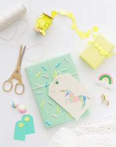 Free Printable Origami Unicorn Gift Tags (Oh Happy Day! Wrapping Ideas, Creative Gift Wrapping, Creative Gifts, Unicorn Birthday Parties, Unicorn Party, Kawaii Pens, Origami Gifts, Gift Wraping, Diy And Crafts