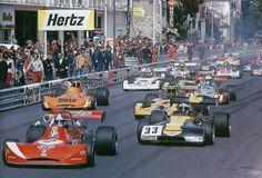 """Start of the 1973 Gand Prix"" (2) Jean-Pierre Beltoise - March 732 BMW - STP March Engineering - (33) Gerry Birrell - Chevron B25 Cosworth BDA - Chevron Racing Team - XXXIII Grand Prix Automobile de Pau 1973"