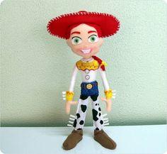 Jessie do Kit Toy Story feita em feltro. Ideal para decoração de mesas ou quarto. Enchimento siliconado anti-alérgico. Não necessita de suporte para ficar em pé.  Fazemos toda a coleção de Toy Story.  (OBS.: O custo do frete é por conta do comprador) R$ 78,00