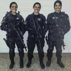 A trio of gun gals. Idf Women, Military Women, Female Cop, Female Soldier, Military Girl, Military Police, State Police, Girls Uniforms, Badass Women