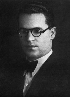 João Guimarães Rosa em 1930. Ele começava a carreira de médico e ganhava prêmios como contista (Foto: Divulgação/Nova Fronteira)