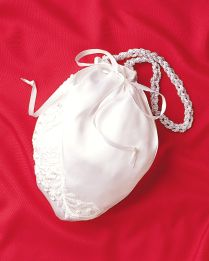 Wedding Purse:  Sew your own wedding purse to match your dress on the big day.  countrywomanmagazine.com
