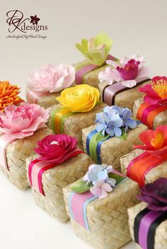 Flower Box Gift, Flower Boxes, Desi Wedding Decor, Wedding Gifts, Wedding Ideas, Housewarming Party Themes, Wedding Hamper, Chinese New Year Gifts, Elegant Gift Wrapping