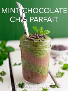 Mint Chocolate Chia Parfait by Vegan Yack Attack Parfait Recipes, Vegan Dessert Recipes, Dinner Recipes, Banana Cream Pudding, Vegan Treats, Vegan Food, Food Food, Healthy Food, Base Foods