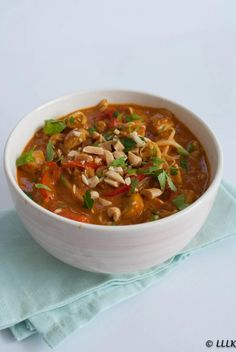Peanut curry with chicken - Peanut curry with chicken - Healthy Slow Cooker, Quick Healthy Meals, Good Healthy Recipes, Healthy Cooking, Easy Meals, Cooking Recipes, Clean Eating Diet, Clean Eating Recipes, Low Carb Brasil