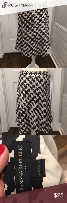 Banana Republic houndstooth skirt Silky, fully lined BR skirt!  Super pretty, in excellent condition, only wore twice. Banana Republic Skirts A-Line or Full